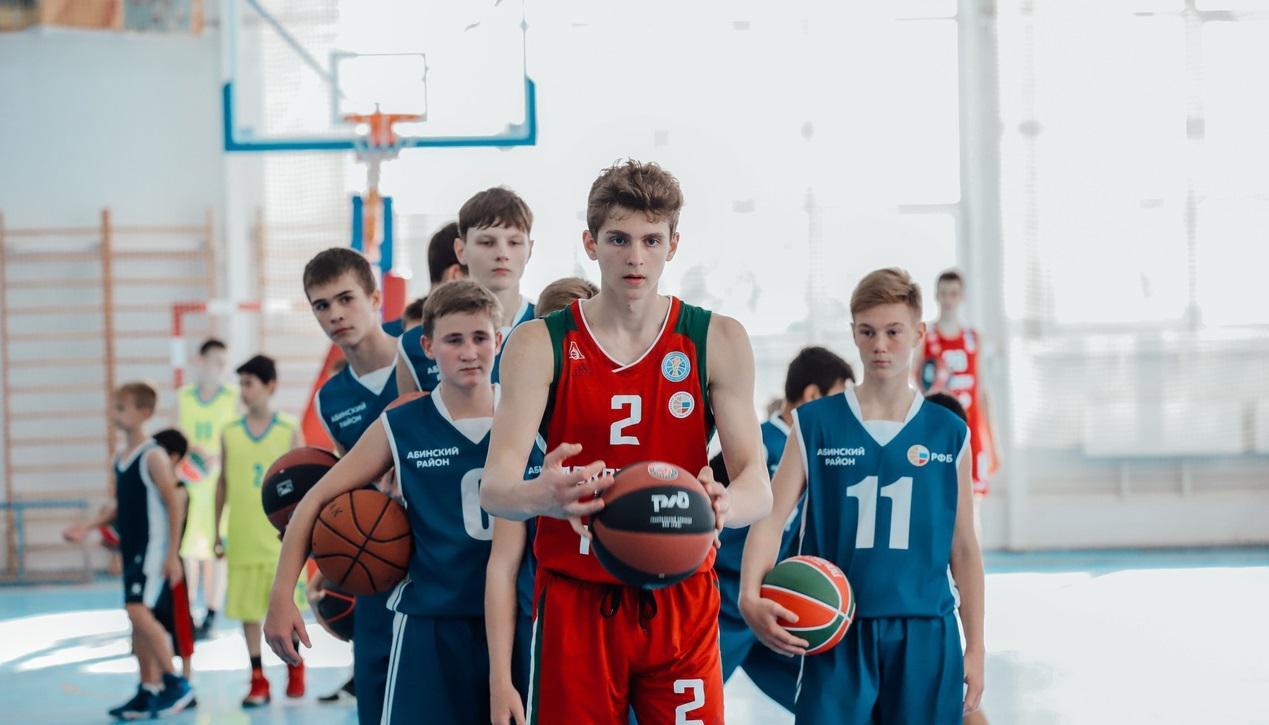 Представители резервных команд ПБК «Локомотив-Кубань» провели мастер-класс для тренеров и юных игроков  Абинска